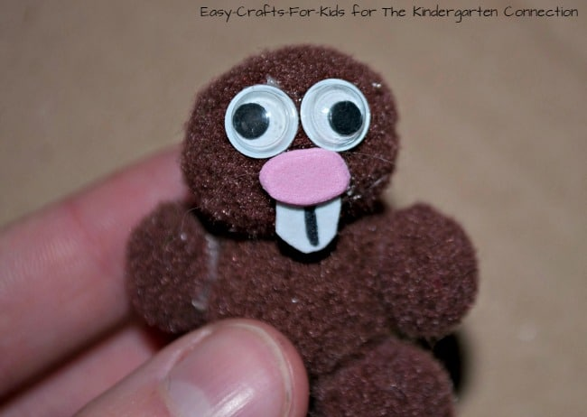 A super easy and fun groundhog day craft for kids!