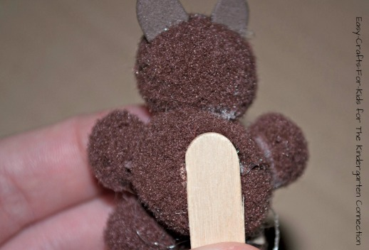 An adorable and easy groundhog day craft for kids!