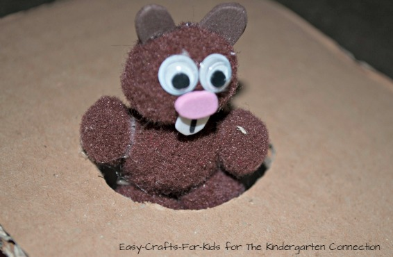 A super fun and simple groundhog day craft!