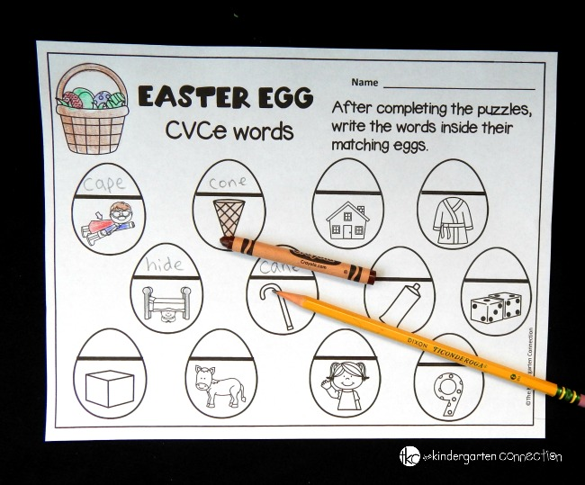 These Easter egg CVCe puzzles are perfect for working on long vowels this spring! There is also a free recording sheet that is great for literacy centers!
