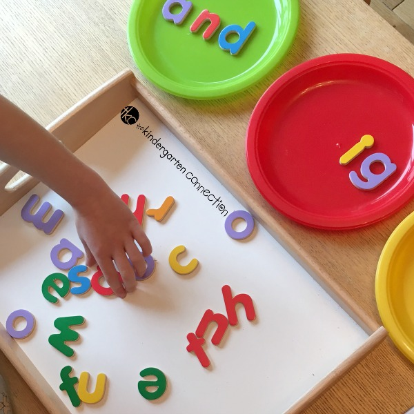Learning sight words can be tricky, but this sight word game is an awesome way to get in some extra practice! Read and build sight words while having fun!
