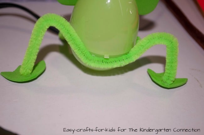 This plastic egg frog craft is a great way to dress up plastic Easter eggs into fun treat holders!