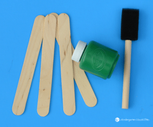This flower craft for kids is simple and fun to make! Teach the basic parts of a flower while working on cutting and fine motor skills too.