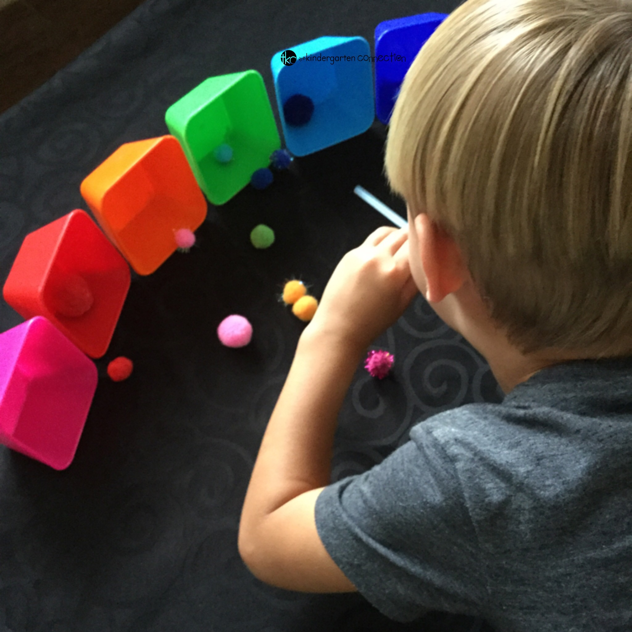 Today I am sharing this colorful and fun activity we call rainbow pompom race! Practice color recognition and fine motor skills.