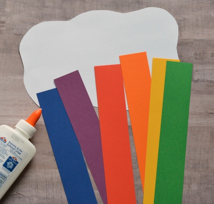 Rainbows make me so happy! While nothing beats spying a real rainbow, this construction paper rainbow craft is a lot of fun too!