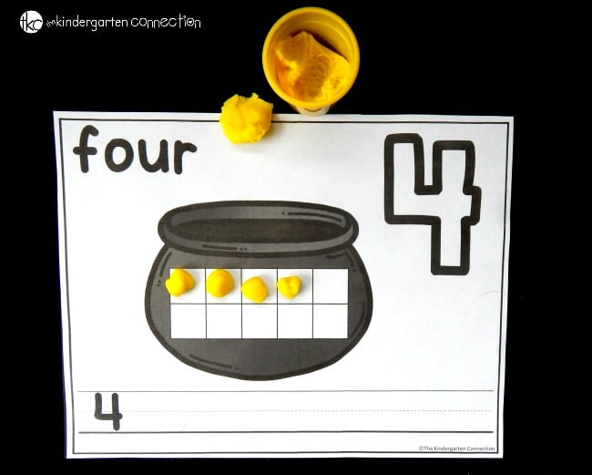 These pot of gold number mats are perfect for working on numbers and counting this St. Patrick's Day! Read and write numbers, plus build them on the ten frames!