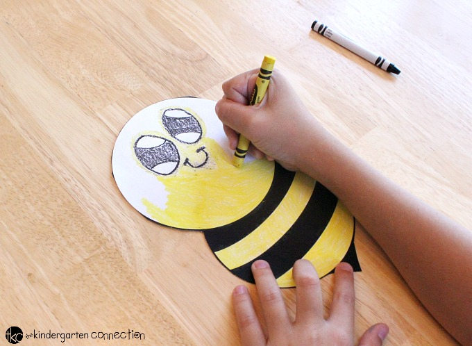 bee craft ideas tissue paper bumble bee the kindergarten connection 1115