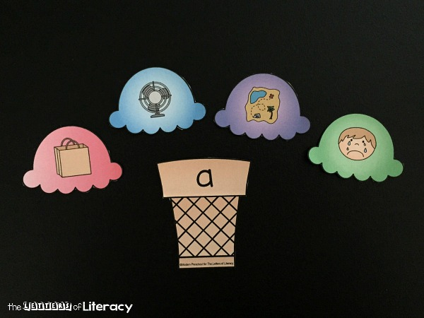 Work on short vowel sounds and cvc words with this fun ice cream themed sorting game. Match up scoops to their cones and have fun with your early reader!