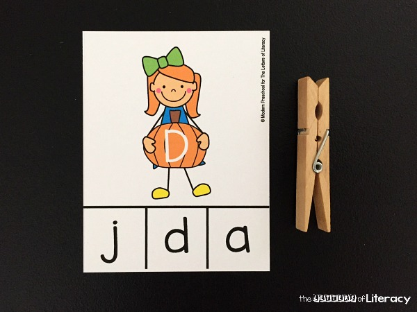 These letter matching clip cards are so fun for preschoolers and kindergarteners to learn the alphabet and build fine motor skills this fall!