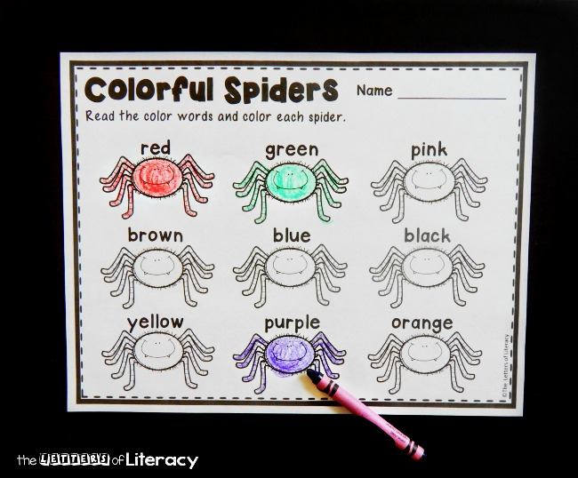 Learning color words is more fun with this color word spiders printable! A fun way to practice sight words on Halloween or anytime!