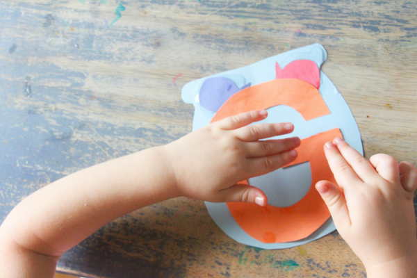 Goldfish are a great pet for young kiddos! They are a great choice for this kindergarten letter G craft, G is for goldfish!