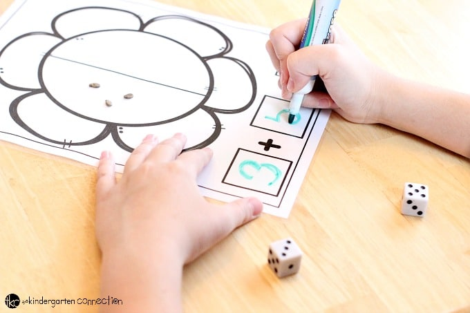 Practice addition and subtraction with these FREE PRINTABLE Addition and Subtraction Spring Flower Math Mats! Perfect for Kindergarten and First Grade!