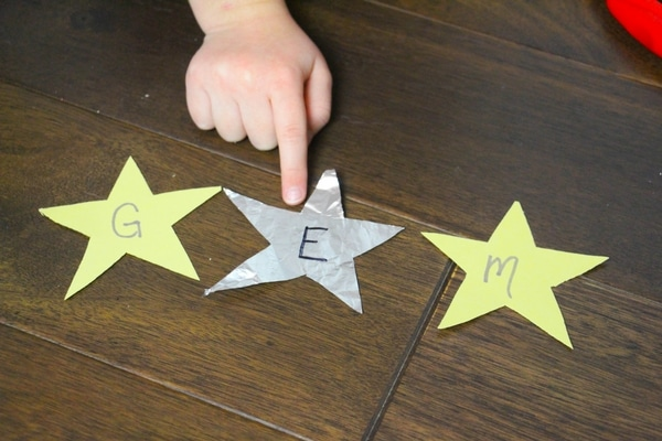 This CVC Constellation Word Building Sensory Bin is a great addition to an kindergarten Outer Space exploration! Practice CVC words hands-on!