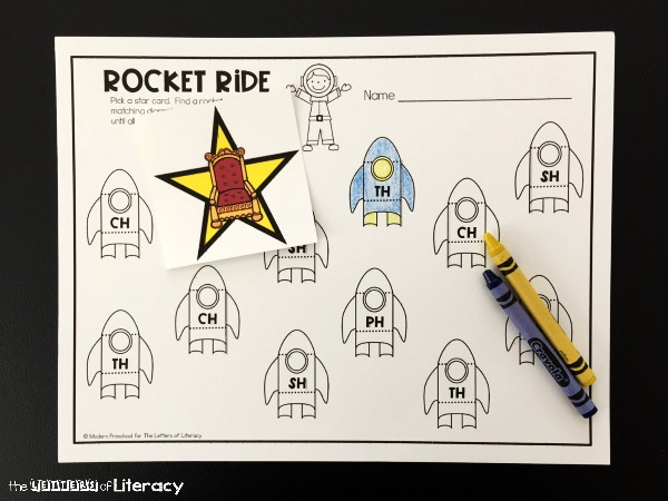Practice digraphs with these free printable digraph matching rockets! They're a great hands-on way to practice important reading skills.