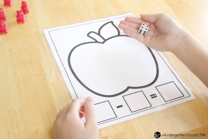 Math mats are easy to put together and gives students hands on application of addition and subtraction. You are going to fall in love with these Apple Addition and Subtraction Math Mats!