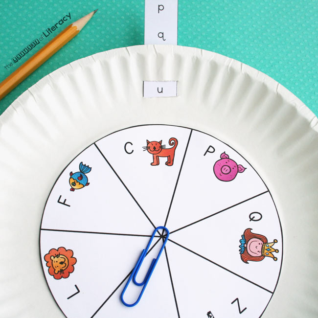 This uppercase and lowercase letter matching activity has both a spinner and a slider. Kids spin the spinner to get a capital letter. Then, they slide the slider to the matching lowercase letter.