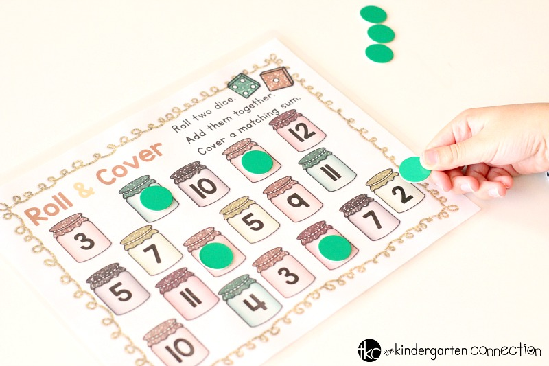 Grab this FREE Fall Addition Roll and Cover Printable and place it in your math center or use it in a small group! A fun activity for practicing addition!