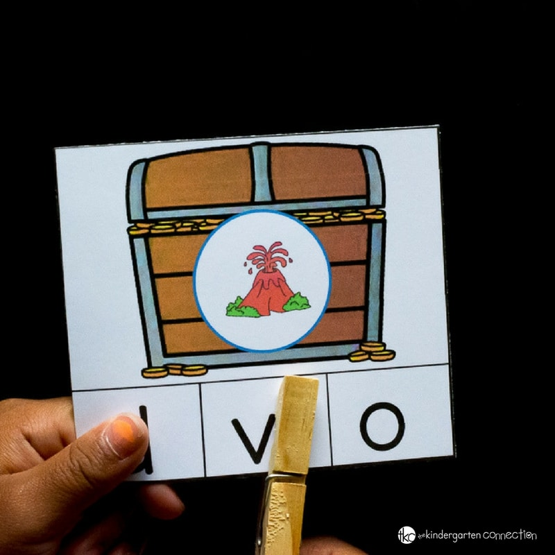 These pirate beginning sounds clip cards are great for working on letters and sounds with Pre-K and Kindergarten students!