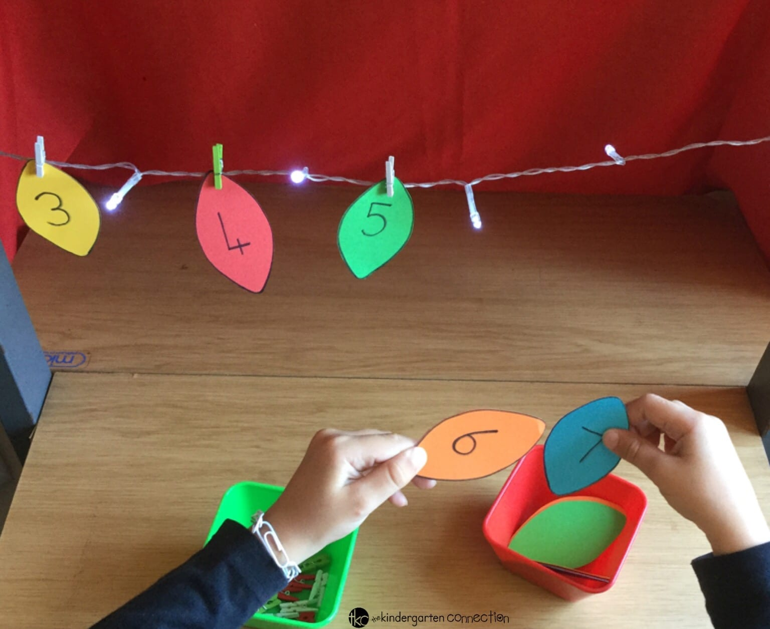 This Christmas counting on activity is so fun for Pre-K and Kindergarten kids to work on number identification, number order, and counting skills! It is the perfect addition to any math center!