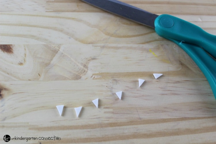 This clothespin bat craft is a great Halloween craft for kids, and by adding a magnet to the back, you can turn it into a fun gift to take home, too!