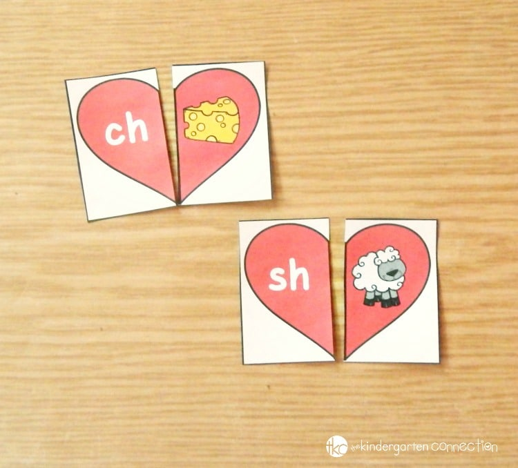 These free heart-themed digraph puzzles are perfect for working on beginning digraph sounds with early readers this Valentine's Day! They are a great addition to a Pre-K or Kindergarten literacy center!