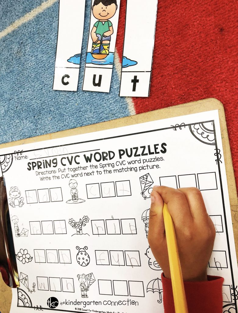 These spring-themed CVC word puzzles are so perfect for spring literacy centers in Kindergarten or 1st grade! Great for reading and writing CVC words.