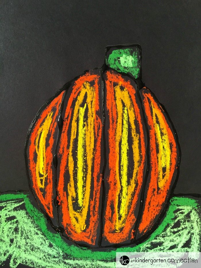 This pumpkin art project is so fun for a fall craft with your Kindergarten kids! It also makes an excellent fall or Halloween bulletin board!