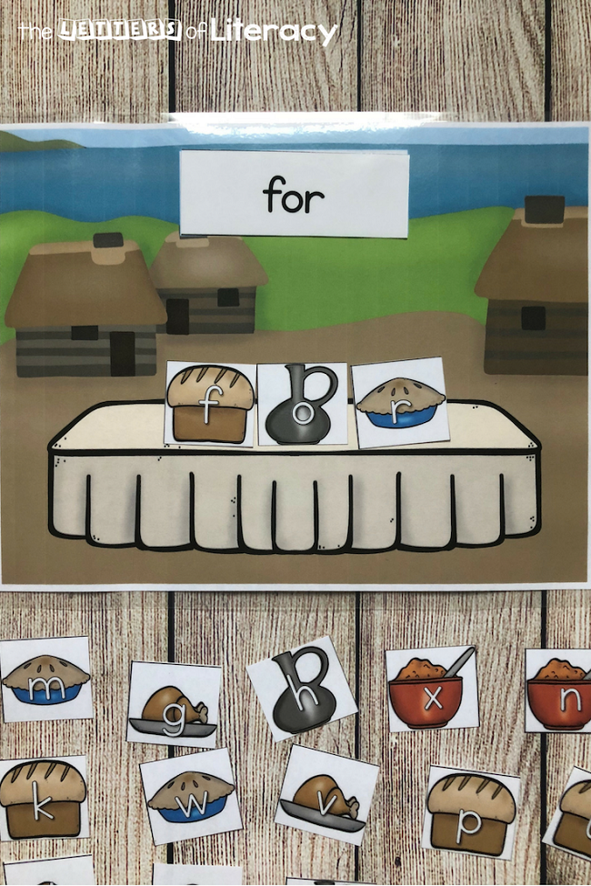 FREE Printable Thanksgiving Feast Sight Word Center for Kindergarten!