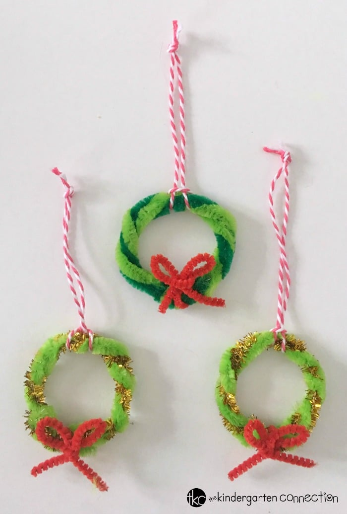 Mini Christmas Wreath Ornaments Kids Can Make!