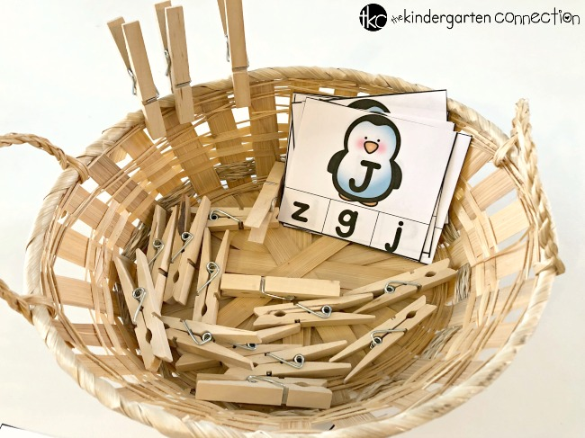FREE Printable Penguin Alphabet Clip Cards for Pre-K and Kindergarten literacy center. This activity can be used as an independent activity or children can pair up with a partner. Teachers can use in small group intervention work.