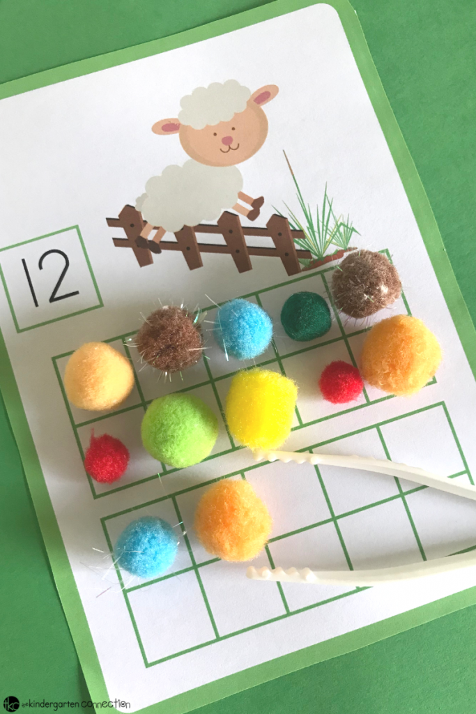 These FREE Printable Farm Animals 20 Frames Math Mats are great for Kindergarten! You can use them in math centers or small groups.