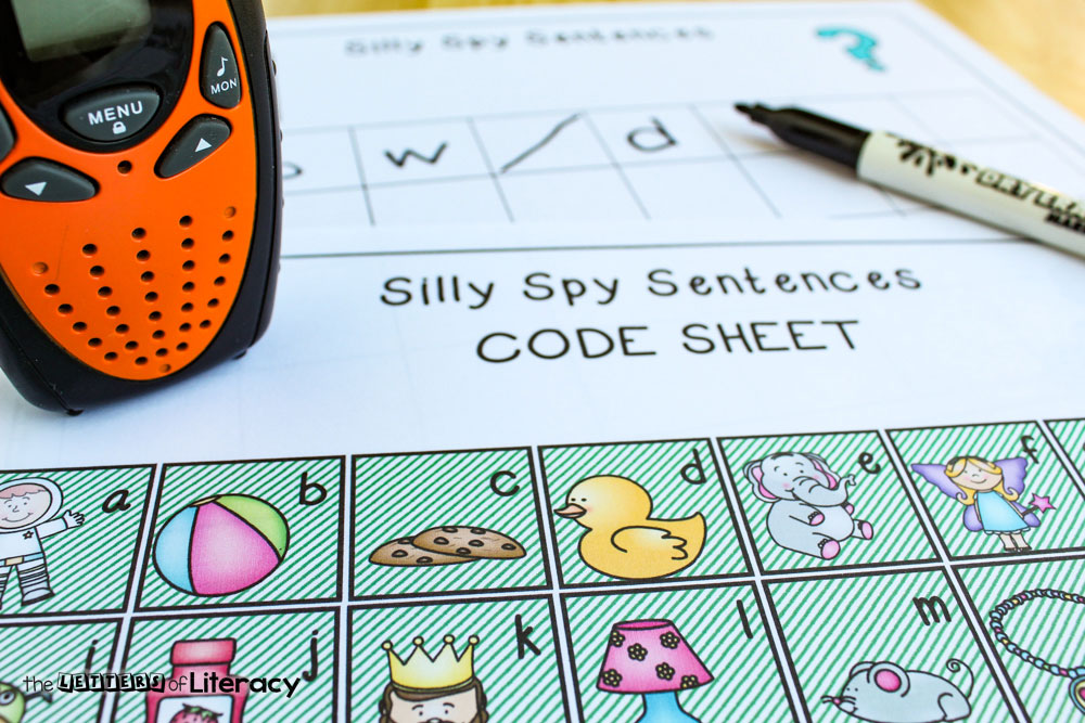 Talkie Sight Word Activity for your kindergarten students! Get rid of the flashcards and use this interactive sight word spy game activity!