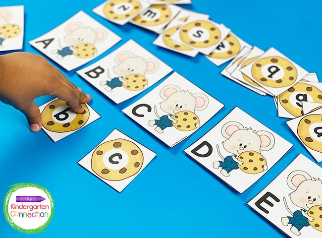 Pair the uppercase mouse cards with the lowercase cookie cards to make a perfect alphabet mach!