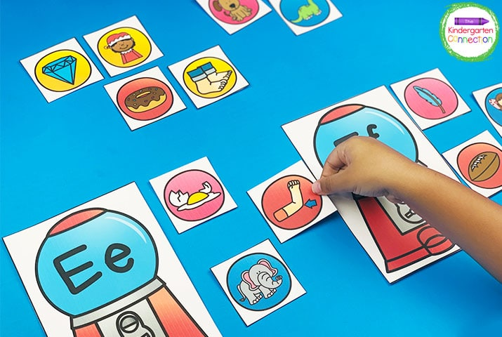 In Bubble Gum Match, choose a gumball beginning sound picture card and match it with the correct gumball machine.