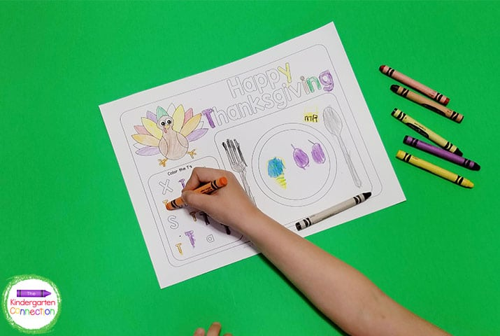 These placemats include a turkey to color, as well as a fun letter T recognition game.