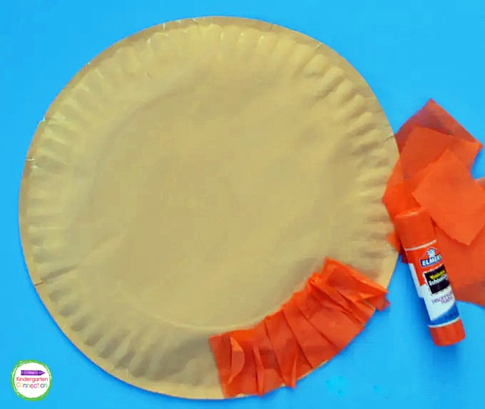 Fold the pieces of tissue paper and glue to the outside rim of the plate to create the leprechaun's beard.
