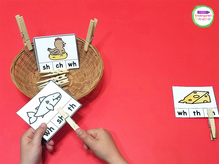 With these blend and digraph clip cards, students will look at the picture on the card, and move the clothespin to the correct blend or digraph listed.