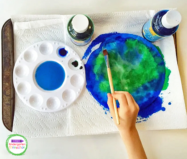 Invite your students to cover a coffee filter with blue and green liquid watercolor paint.