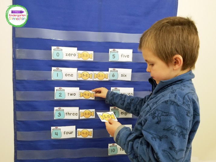 In this pocket chart activity, students will put the candy jar numbers on the pocket chart and sort the subtraction fact candies next to the correct jar.
