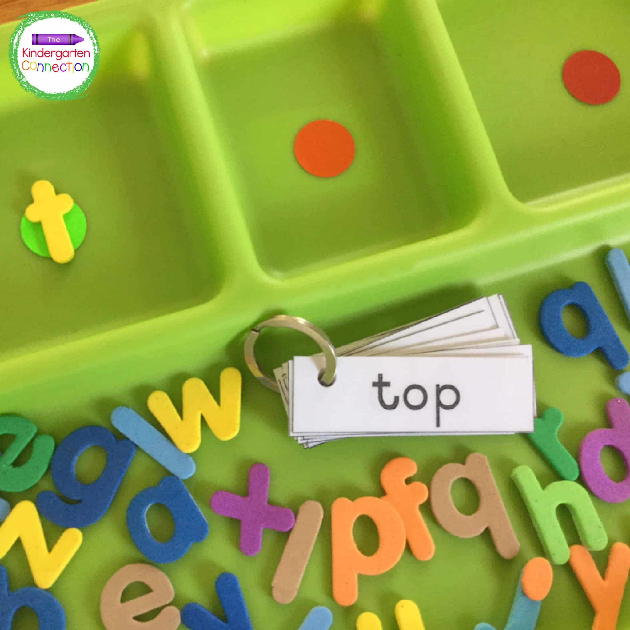Stickers in the tray compartments signal where to start the word on green, and where to end it, on red.