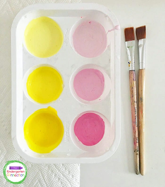 Mix in different amounts of white paint to some of the white and yellow paint to create an ombre effect, as shown.