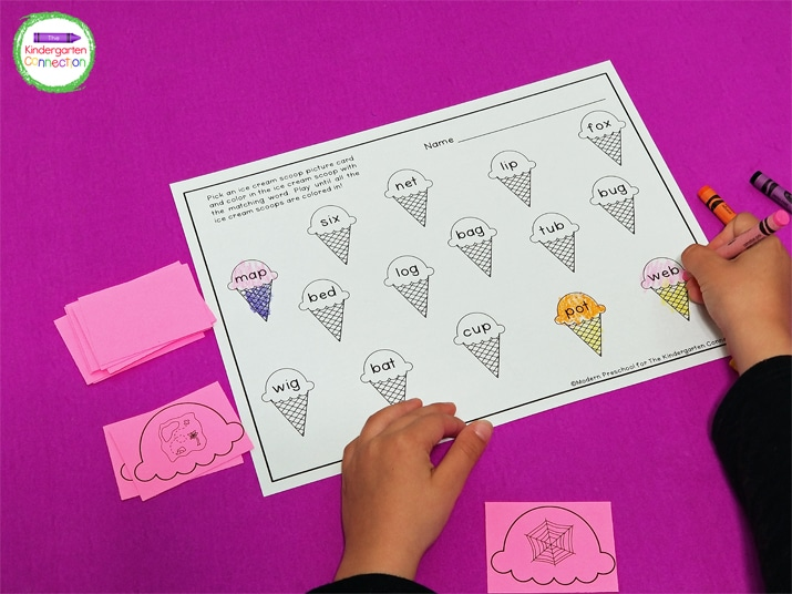This CVC word match activity includes a printable recording sheet and 15 ice cream scoops with CVC word pictures on it.