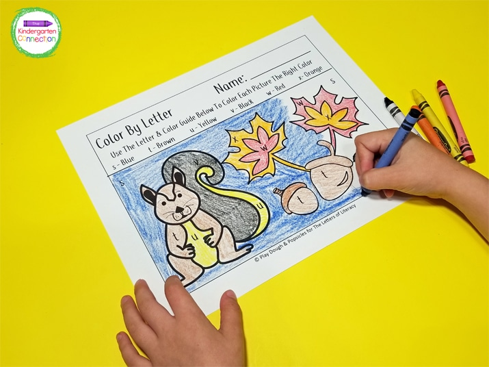 Your kids will enjoy coloring the cute squirrels and acorns.