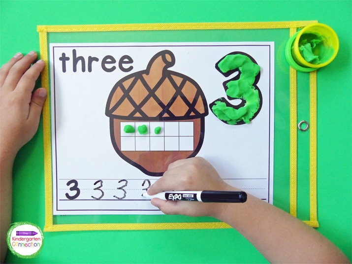 The kids will love filling in the ten frames with the corresponding numbers on the play dough mats.